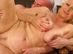 Horny blonde opens wide for a fist-drill