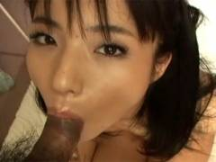 Hot Asian girl goes down on man's penni before getting cunt pokeed